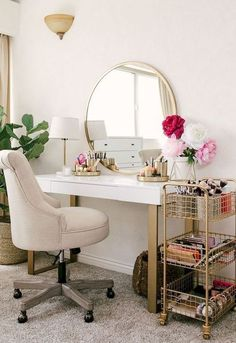 20 Best Makeup Vanities & Cases for Stylish Bedroom - Joligrace - . - 20 Best Makeup Vanities & Cases for Stylish Bedroom – Joligrace – … - Decor Room, Room Decorations, Beauty Room Decor, Tv Decor, Stylish Bedroom, Modern Bedroom, Bedroom Vintage, Makeup Rooms, Affordable Home Decor