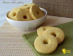 Biscotti tipo Macine senza glutine. Ricetta facile per preparare dei frollini alla panna tipo Macine senza glutine, con farine naturali di mais e riso