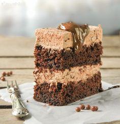 En teoría, esta tarta es un simple bizcocho con mousse….pero cuando lo pruebas, te das cuenta que no es simplemente rico….es delicioso! y se puede congelar, con lo que tener a punto siempre un trocito es una gran tentación… Ingredientes … Sigue leyendo →