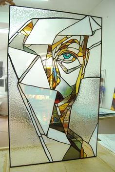 this stained glass is an incredible work! Stained Glass Light, Stained Glass Designs, Stained Glass Projects, Stained Glass Patterns, Modern Stained Glass Panels, Tiffany Glass, Leaded Glass, Mosaic Glass, L'art Du Vitrail