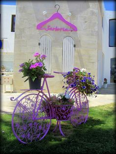 This is a bicycle decorated by a very matchy, matchy person...I LOVE this one...