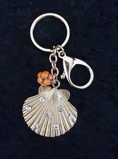 CC-5960 - LLavero y accesorio para su cartera en forma de concha de mar.