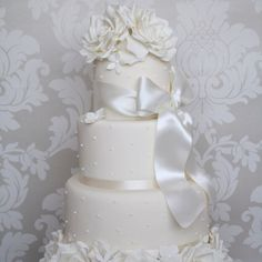 This bow is draped over the cake just right!