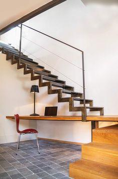escalier-avec-bureau-10-vue Staircase Railing Design, Home Stairs Design, Loft Interior Design, Interior Stairs, House Design, Open Stairs, Loft Stairs, Floating Stairs, House Stairs