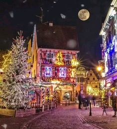 Hogwarts Christmas, Christmas Town, Merry Christmas And Happy New Year, Christmas Art, Winter Christmas, Christmas Themes, Beautiful Christmas, Christmas Lights Show, Winter Snow