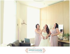 Sisters and best friends - such a perfect moment before walking down the aisle!