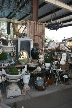 Potting Antiques for the Garden Vintage Booth Display, Antique Booth Displays, Antique Booth Ideas, Antique Mall Booth, Antique Fairs, Antique Market, Antique Stores, Flea Market Displays, Flea Market Booth