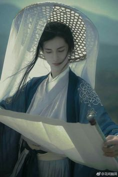 my hanfu favorites — Hey~ can you tell us about the straw hats with. Hanfu, Art Reference Poses, Photo Reference, Traditional Fashion, Traditional Dresses, Poses References, Chinese Man, Most Handsome Men, Chinese Clothing