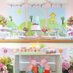 Dn rm boards / clouds and command hooks 1st Birthday Boy Themes, Birthday Party Tables, 1st Boy Birthday, 2nd Birthday Parties, Birthday Party Decorations, Party Themes, Fiestas Peppa Pig, Cumple Peppa Pig, Peppa E George