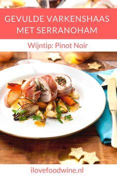 Recept Gevulde varkenshaas met Serranoham uit de oven. Met o.a. paddestoelen, pastinaak, wortel, zoete aardappel en appel. Ideaal voor het kerstdiner. #varkenshaas #ovengerecht #kerstdiner