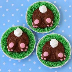 "Using a whoopee pie pan, or a large muffin pan, these brownie rounds make the perfect based for a chocolate bunny's butt. These round bites are topped with ""Reese's paws"" aka Reese's Peanut Butter Eggs that are studded with pink modeling chocolate."