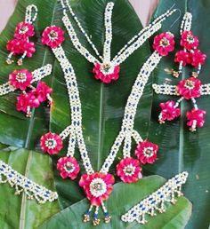 Natural Flower Ornament Top 20 – Fresh Flower Jewellery Top 20 In 2017 Flower Garland Wedding, Flower Garlands, Bridal Flowers, Flower Jewellery For Mehndi, Flower Jewelry, Bridal Decorations, Flower Rangoli, Cloth Flowers, Flower Ornaments