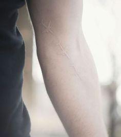 68-travel-tattoos-25-media-tumblr-com-transparent-planes-look-like-scars