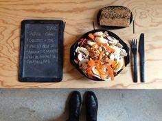 Menu du jour 20/02 - Salade : Champignons de Paris + carottes + Tofu fumé & oeuf Bio + amandes et noisettes - Pain de graines de chez CHAMBELLAND