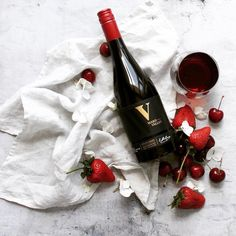 Loving this very creative wine flatlay. What's your favorite red wine? :) Photo by @astrumwines  #RODwine #rodwineco #redwine