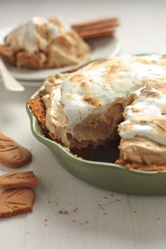 Biscoff Pie with Maple Whiskey Mallow Fluff - Country Cleaver Biscoff Recipes, Pie Recipes, Baking Recipes, Sweet Recipes, Simple Recipes, Recipies, Köstliche Desserts, Delicious Desserts, Dessert Recipes