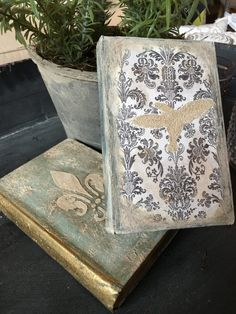 Lauren Nicole Designs | Home Decor Events | Charlotte - Paint and stencil these books in this class! They would look great on a dresser!