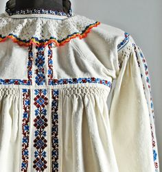 Antique Romanian blouse / Transylvanian hand by Medreana on Etsy Embroidery Leaf, Shirt Embroidery, Folk Costume, Costumes, Embroidery For Beginners, Peasant Blouse, Vintage Shabby Chic, Vintage Patterns, Vintage Fashion