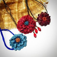 Just in time for the first week of spring. https://youtu.be/38wUPDZ601g #polymerclayflowers #sculptedflowernecklace #howtosculptflowers #howtomakeaflowernecklace #howtosculptpolymerclay
