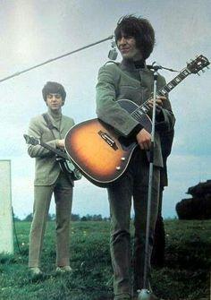 The Beatles featuring Paul McCartney George Harrison John Lennon and Ringo Starr The Beatles Help, Beatles Love, Les Beatles, John Lennon Beatles, Beatles Photos, George Harrison, Paul Mccartney, Liverpool, Ringo Starr