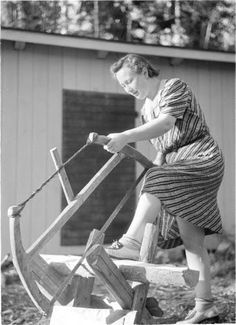 Nainen ja lapsi maa- ja kotitaloustehtävissä 1941.07.20