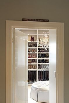 A glimpse of my future closet! And of course it's gotta have a chandelier! I will seriously include this when building a house someday!