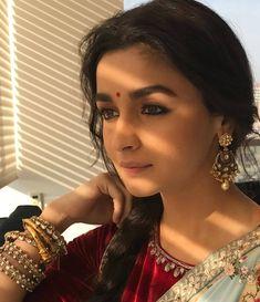 Indian Celebrities, Bollywood Celebrities, Bollywood Actress, Bollywood Saree, Bollywood Fashion, Cute Girl Image, Aalia Bhatt, Disha Patni, Alia Bhatt Cute