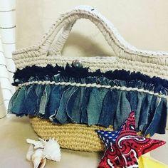 こんなアレンジも♥ Crochet Purses, T Shirt Yarn, Summer Bags, Courses, Straw Bag, Diy And Crafts, Handbags, Knitting, Instagram Posts