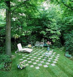 Alte Gartenplatten neu inszeniert