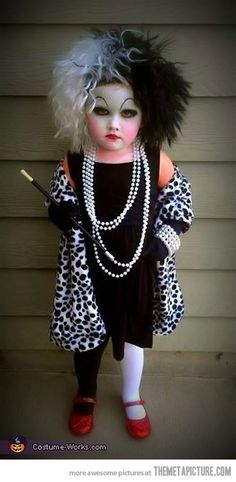Funny pictures about Little Cruella de Vil. Oh, and cool pics about Little Cruella de Vil. Also, Little Cruella de Vil photos. Diy Halloween Costumes For Kids, Fete Halloween, Halloween Costume Contest, Happy Halloween, Costume Ideas, Devil Halloween, Halloween Makeup, Halloween Customs, Homemade Costumes