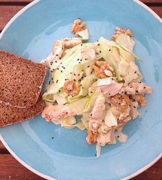 Walldorfsalat mit Gurken, Hähnchen, Walnüssen und Apfel  Freunde am Kochen Waldorf Salad, Potato Salad, Low Carb, Potatoes, Ethnic Recipes, Beautiful, Food, Salads, Apple