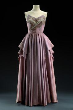 Musée du Costume et de la Dentelle :Mode au XXe siècle 1952