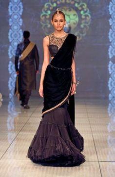 Tarun Tahiliani at India Bridal Fashion Week Indian Fashion Trends, India Fashion, Ethnic Fashion, Asian Fashion, Indian Attire, Indian Wear, Indian Style, Indian Dresses, Indian Outfits
