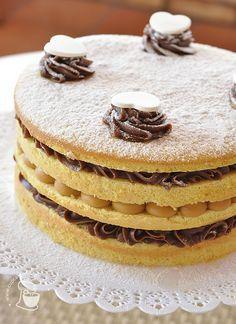 Naked cake de baunilha com brigadeiro e doce de leite