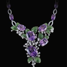 Floral is always one of the popular design concepts in jewelry world.  #hktdc #finejewellery #jewelleryfair