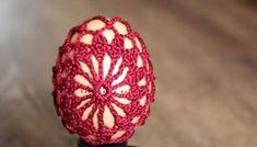 Návod na veľkonočné háčkované vajíčko ELA. Ako obháčkovať veľkonočné vajíčko. Háčkované dekorácie k Veľkej noci. Postup na háčkované vajíčko... Crochet Stone, Crochet Bunny Pattern, Easter Crochet, Rock Crafts, Thread Crochet, Easter Crafts, Christmas Bulbs, Holiday Decor, Fun Things