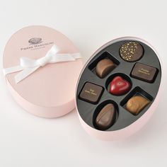 Pierre Marcolini, will you be my Valentine? Chocolate Sweets, Valentine Chocolate, Chocolate Shop, Chocolate Gifts, Best Chocolate, Chocolate Truffles, Chocolate Lovers, Luxury Chocolate, Belgian Chocolate