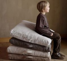 Libeco Belgian linen floor cushions...On my bucket list before going back to the states. Trip to Belgium to the Libeco Outlet.