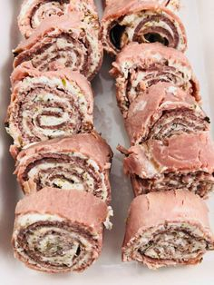 Low-carb roast beef roll-ups with herb cream cheese - the farmwife cooks Meat Appetizers Appetizers Appetizers keto Appetizers parties Appetizers recipes Roast Beef Roll Ups, Roast Beef Wrap, Roast Beef Keto, Low Carb Appetizers, Appetizers For Party, Appetizer Recipes, Roast Beef Appetizers, Party Snacks, Pinwheel Appetizers