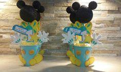 Mickey Mouse centro de mesa / centros de por mariscraftingparty Minnie Mouse Decorations, Minnie Mouse Theme Party, Fiesta Mickey Mouse, Mickey Mouse Parties, Mickey Party, Mickey Mouse Clubhouse, Mickey 1st Birthdays, Mickey Mouse First Birthday, Bolo Mickey Baby