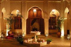 4. Riad Kniza, Marrakesh, Marocko  Ett litet lyxhotell med anor från 1700-talet. Unik inredning vittnar om det gamla marockanska. För drygt 1 500 kronor per natt får två personer frukost, tillgång till spa, marockansk restaurang och öppna innergårdar.