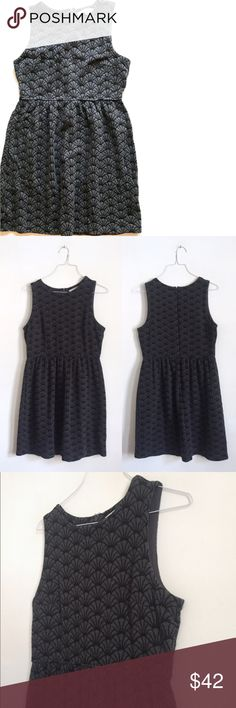 """Ann Taylor LOFT Petites Black/Grey Scalloped Dress Warm and adorable sleeveless fit'n'flare dress from Ann Taylor LOFT.   Black and grey scalloped print all over. Great condition. Color: Charcoal/Black Style #383148 73% Cotton, 26% Nylon, 1% Spandex Medium-weight knit, warm fabric Pleated below the waistline Sleeveless Hidden back zipper Unlined Imported Size: 8P   Bust: 36""""  Waist: 30""""  Hips: 44""""  Length: 36"""" LOFT Dresses Mini"""