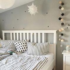 GOOD MORNING with good moods!  Wir wünschen euch einen schönen Start in den Tag! Lieben Dank @schwestaewa2013 für dieses hübsche Foto ihrer good moods Lichterkette! #goodmoods #christmas #2016 #stringlights #lichterkette #bedroom #cosy #morning #photography #interior #design #decoration #lights #bett #schlafzimmer #good__moods