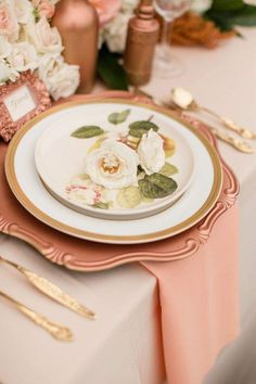 Coral/copper table setting with elegance! Photographer: Katelyn James Photography via Ruffled