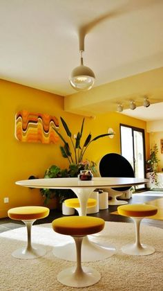 - Modern Interior Designs - I love the round furniture and yellow color in this mid century modern home. I love the round furniture and yellow color in this mid century modern home. Funky Home Decor, Eclectic Decor, Yellow Home Decor, Eclectic Modern, Retro Interior Design, Modern Interior, Luxury Interior, 1980s Interior, Mid Century Interior Design