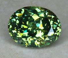 Gemstone Photographs - Demantoid Garnet (Based on the RI, looks to be more a Spene/ Titanite? Minerals And Gemstones, Rocks And Minerals, Garnet Gemstone, Gemstone Colors, Gems Jewelry, Garnet Jewelry, Stones And Crystals, Gem Stones, Rocks And Gems