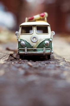Exploring the World with Kim Leuenberger and Her Tiny Cars Micro Photography, Miniature Photography, Toys Photography, Photography 2017, Fruit Photography, Combi Wv, Miniature Cars, Fotografia Macro, Car Travel