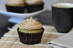 Vegan Chai 'Buttercream' Icing (dairy-free, sugar free: sweetened with banana). Ingredients: 1 cup – approx 125 g – hazelnuts, roasted 1/2 c mashed banana 1 Tbsp coconut oil 1 tsp spices – from a mix of cinnamon, cloves, cardamom, ginger and a pinch of black pepper 1-2 tsp lemon juice* pinch sea salt