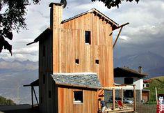 Casa Solare, un refugio bioclimático a 6000 metros de altura  Este refugio de tres pisos está situada en el pueblo de Vens (Italia) a una altitud de 5.700 metros en los Alpes.