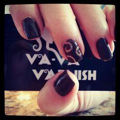 Glitter swirl nails